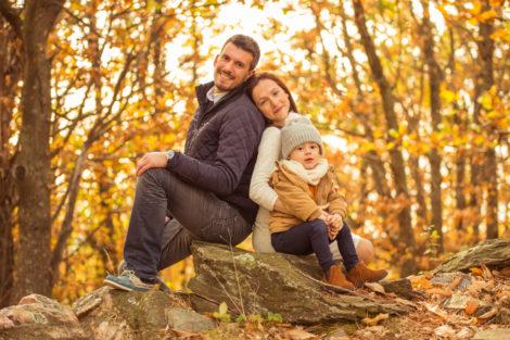 Photographe var seance famille soeur paca photo enfants parents campagne automne marronniers