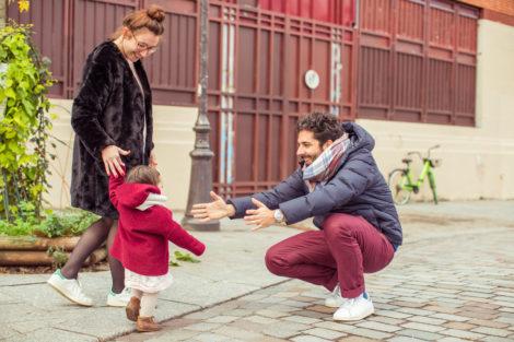 Photographe  seance famille photo enfants parents paris canal saint martin