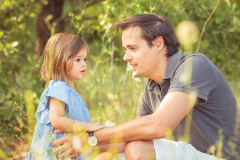 Photographe var seance famille papa paca photo enfants parents campagne